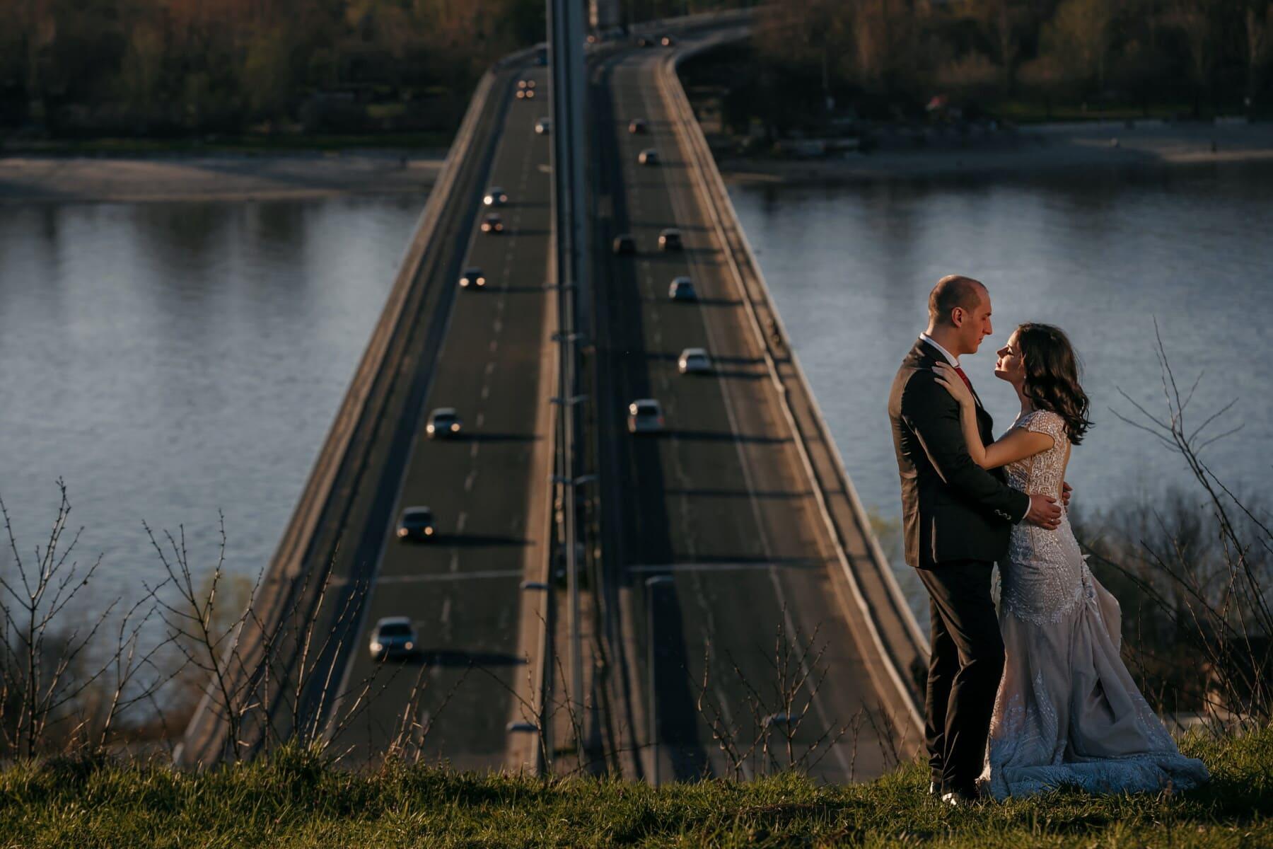 romantično, mladoženja, nevesta, vanjski, most, rijeka, voda, ljudi, djevojka, žena