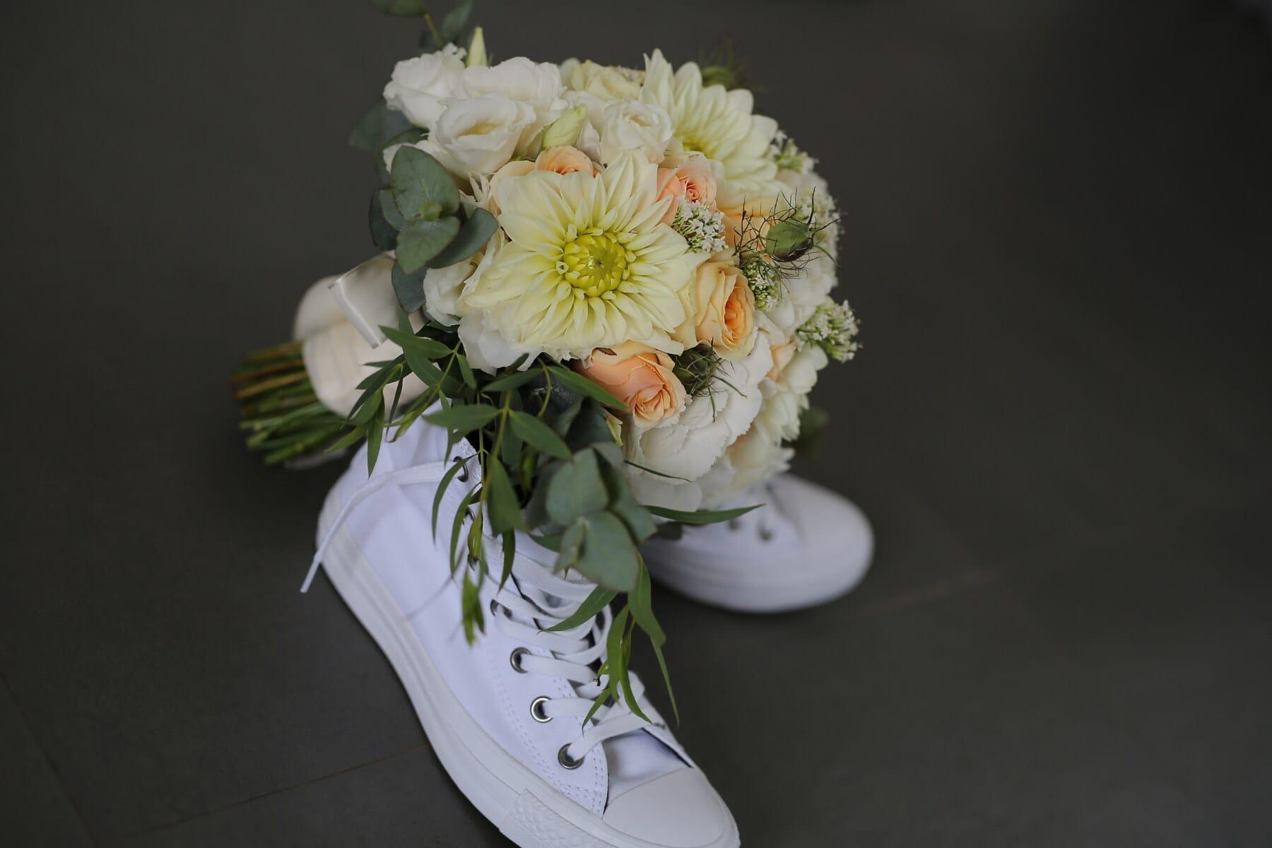 chaussures de sport, blanc, studio photo, bouquet de mariage, bouquet, fleurs, Rose, fleur, nature morte, romance