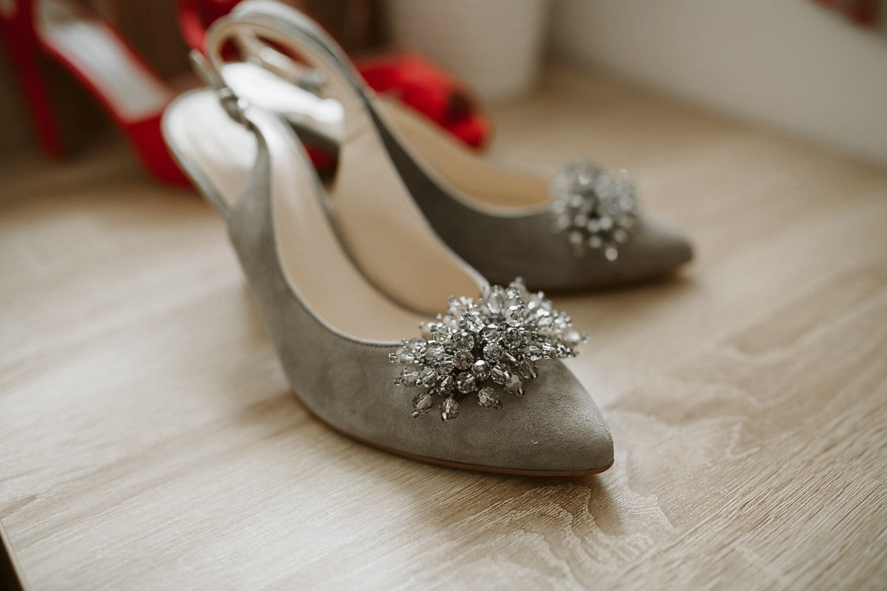 grey, glamour, accessory, sandal, fashion, footwear, shoes, shoe, wood, still life