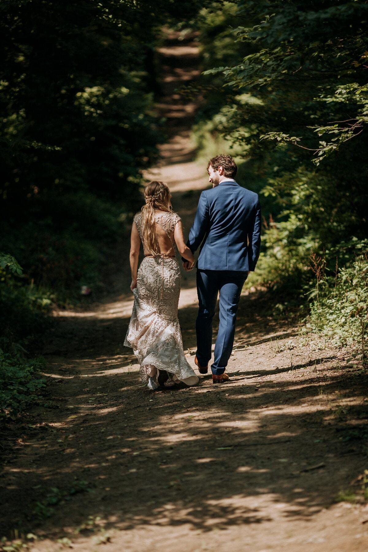convivialité, date d'amour, petite amie, chemin forestier, marche, petit ami, descente, une randonnée, jeune fille, couple