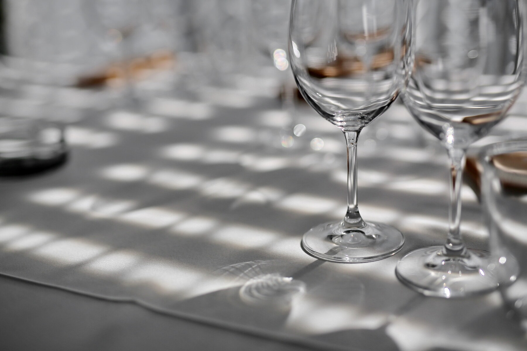 кристал, близьким, скло, відбиття, їдальні, скатертини, їдальнею, елегантний, тінь, напій