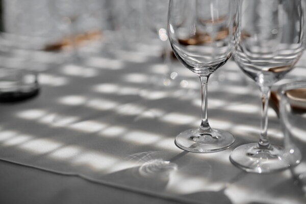 crystal, close-up, glass, reflection, dining area, tablecloth, lunchroom, elegant, shadow, drink