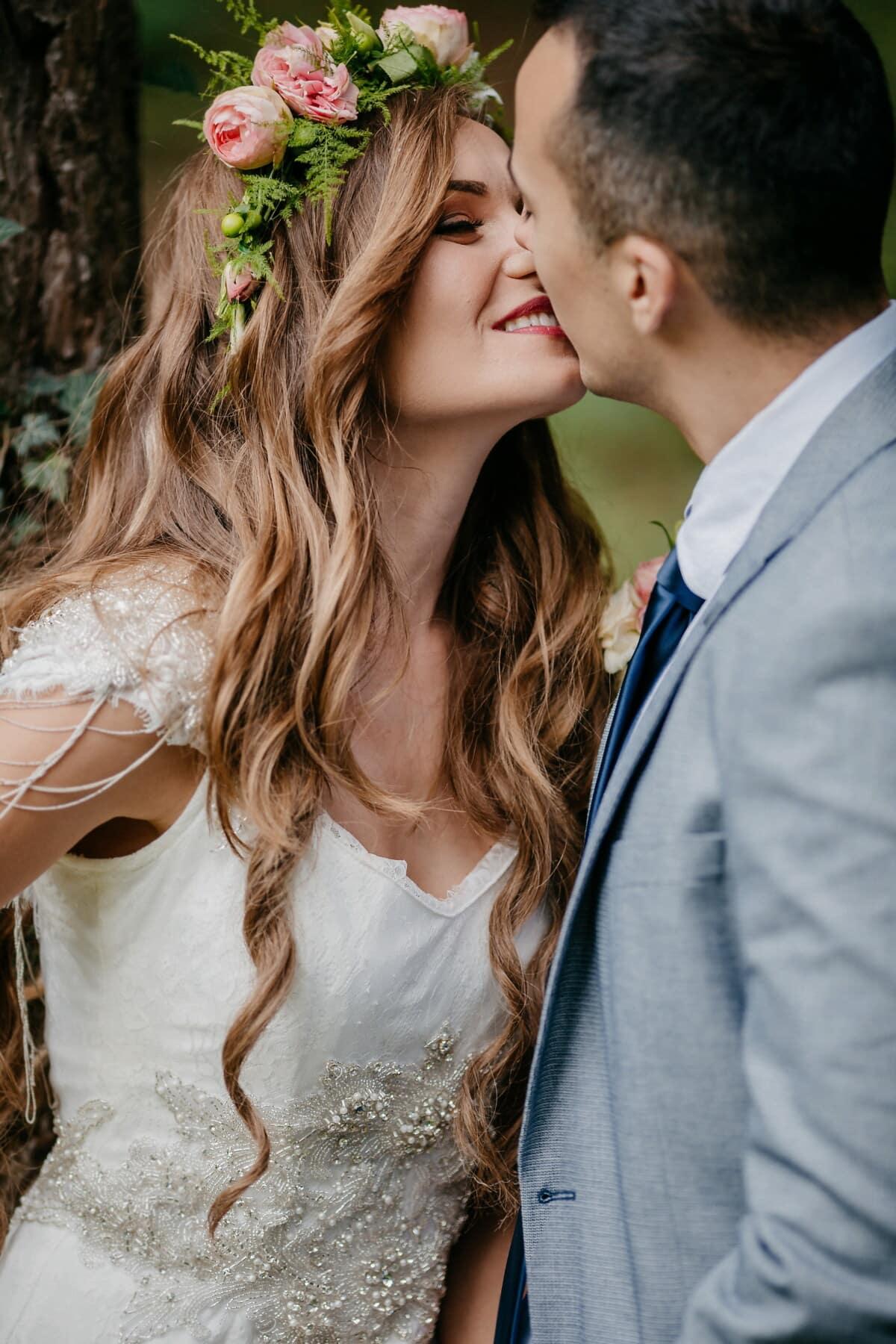 Brünette, herrlich, Freund, Kuss, Liebesbeziehung, Liebe, attraktiv, Frau, ziemlich, Hochzeit