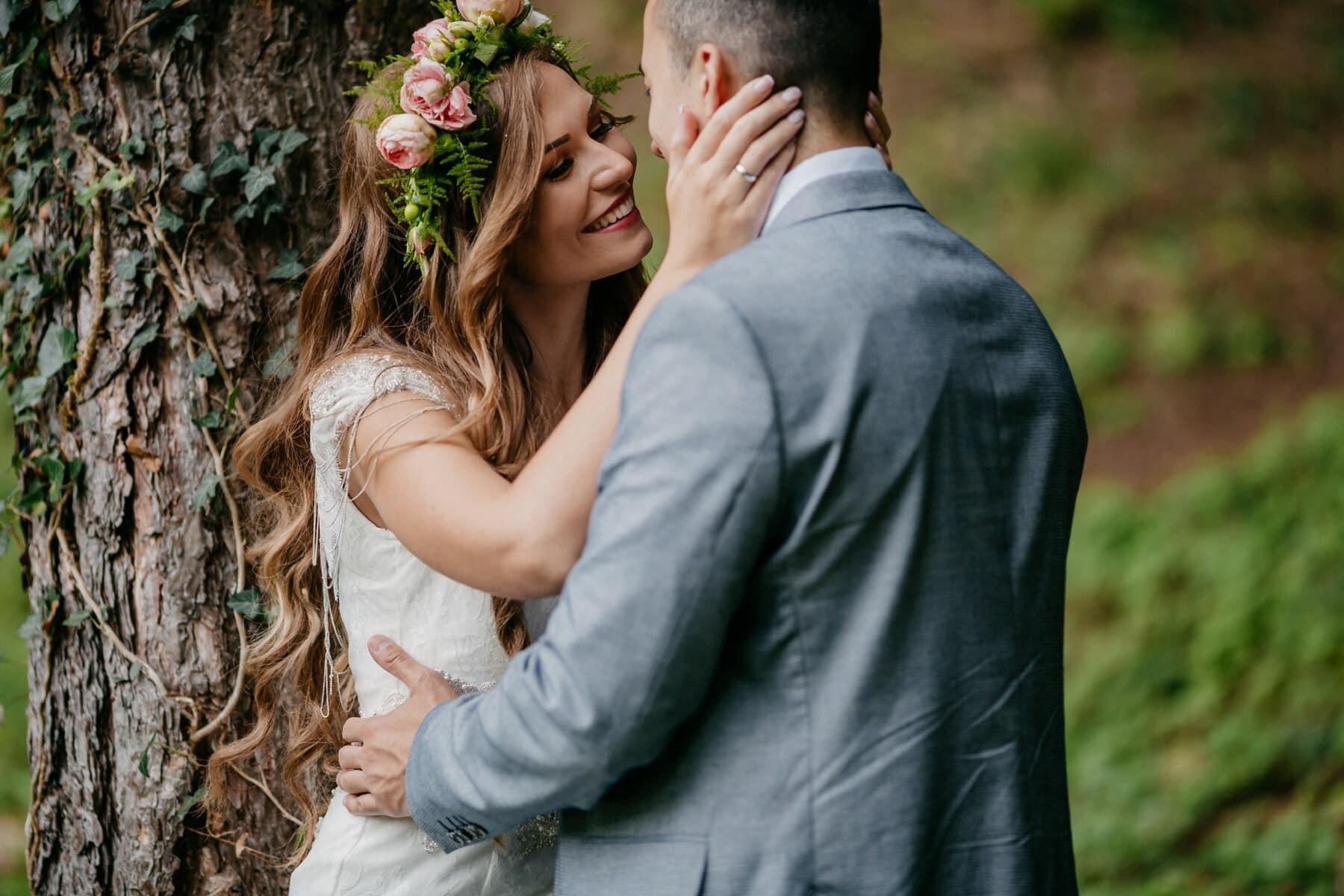 Beau, baiser, Jolie fille, petit ami, affection, amour, tendresse, étreinte, mariage, heureux