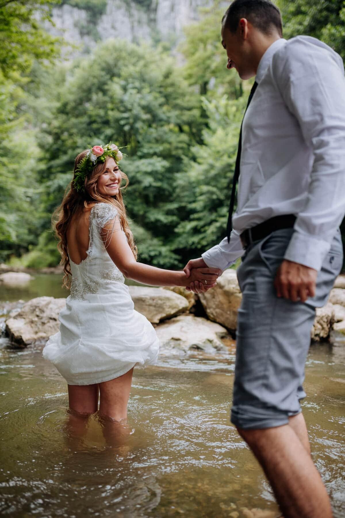 folyó, istennő, fürdés, barátja, kézenfogva, barátnő, kezek, állandó, szerelem, szabadban