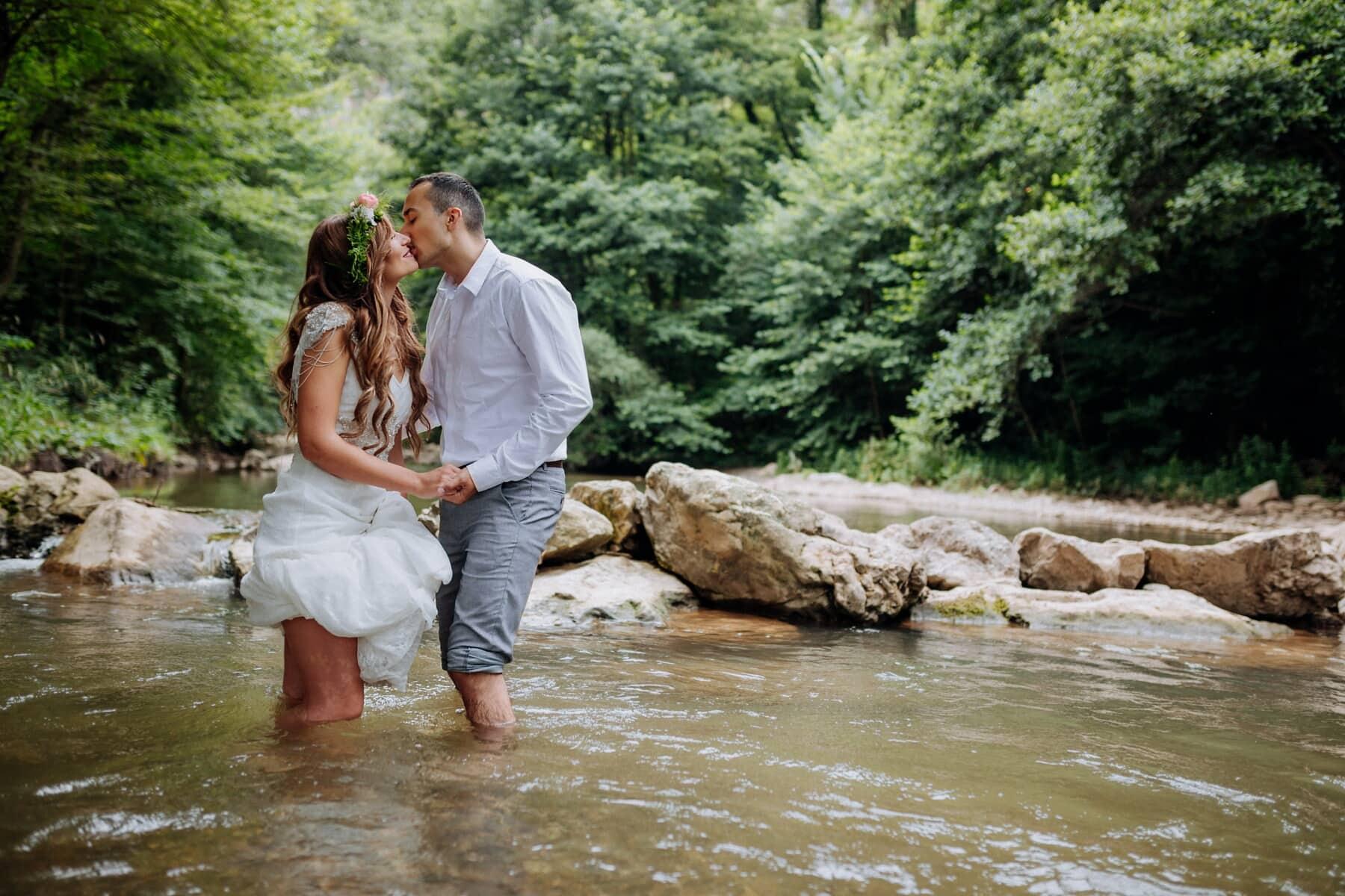 kyss, kvinne, mann, vann, bekk, stående, elven, kjærlighet, natur, fellesskap