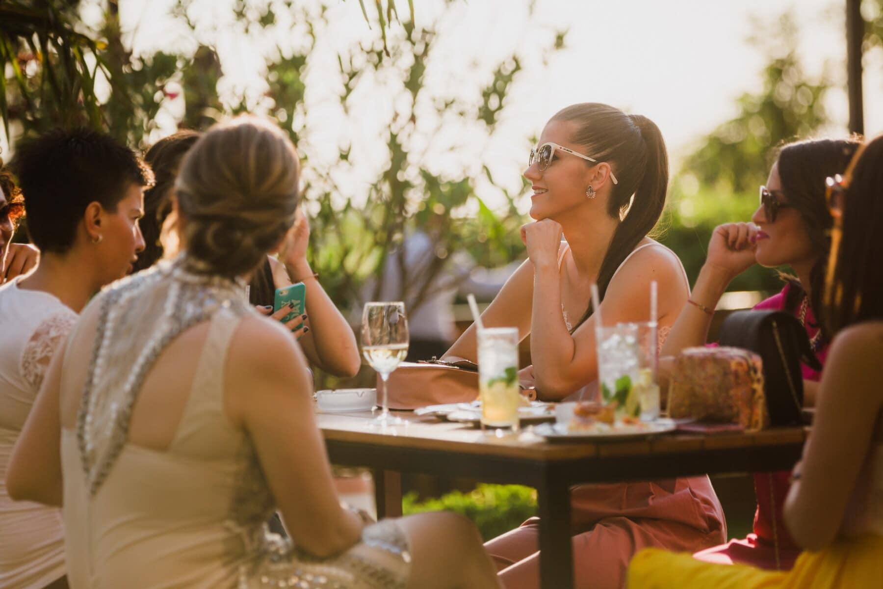 cafétéria, femmes, parti, assis, jouissance, cocktails, jeunes filles, petite amie, amitié, amis