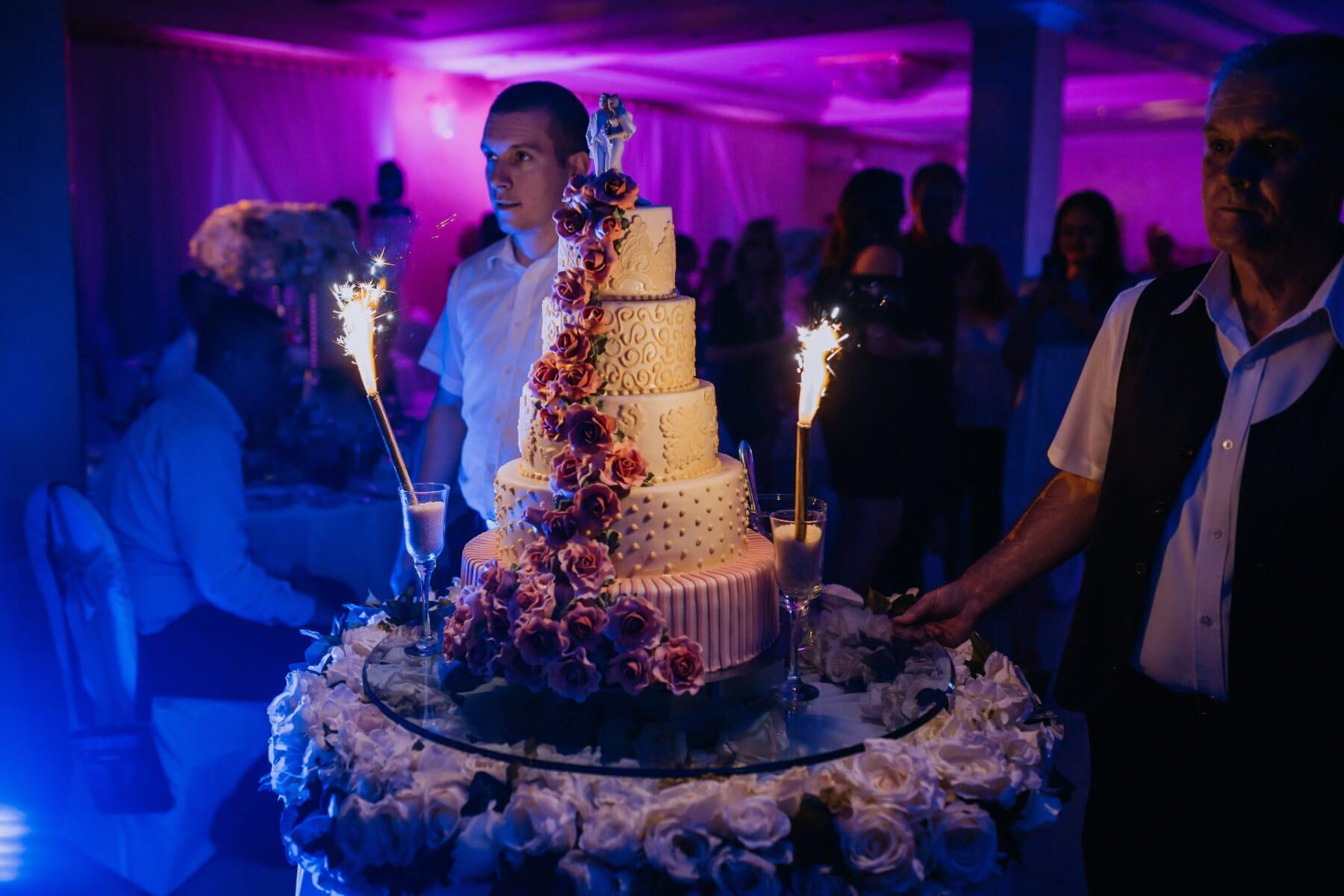 gâteau de mariage, salle de mariage, spectaculaire, barman, mariage, boîte de nuit, célébration, gens, parti, performances
