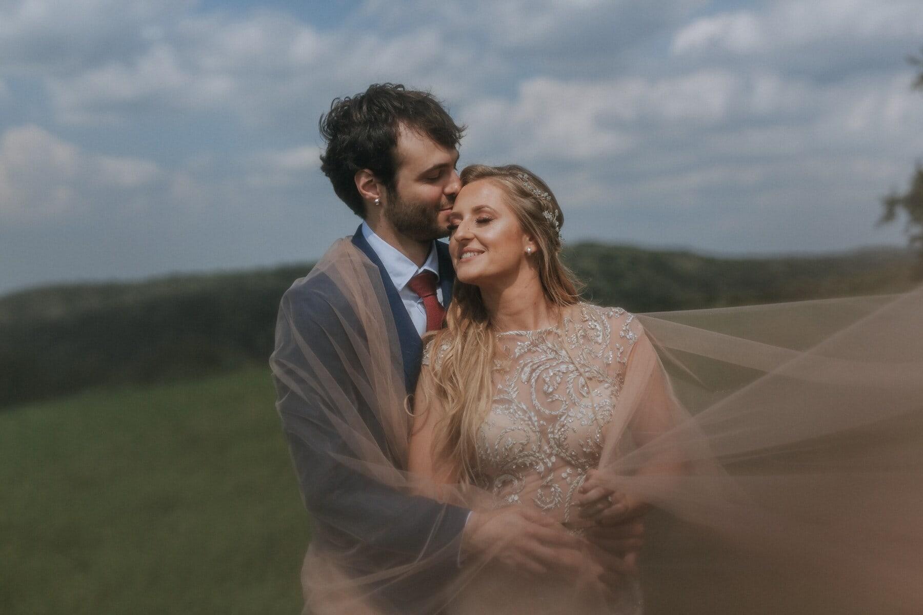 iubitul, romantice, coastă de deal, în aer liber, om, fericirea, îmbrăţişarea, sărut, tanara, cuplu