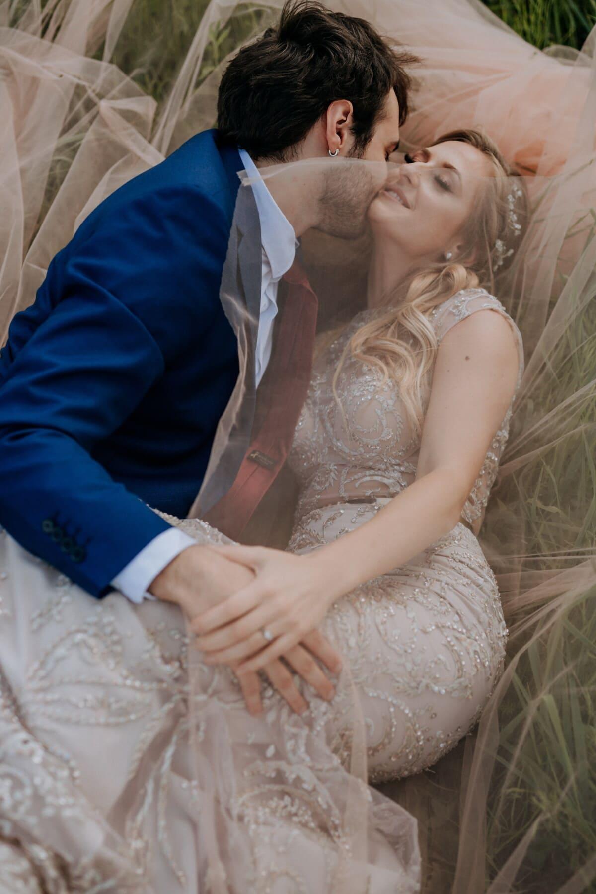 blonde, portant, amour, amant, herbe, date d'amour, la mariée, jeune marié, romance, engagement