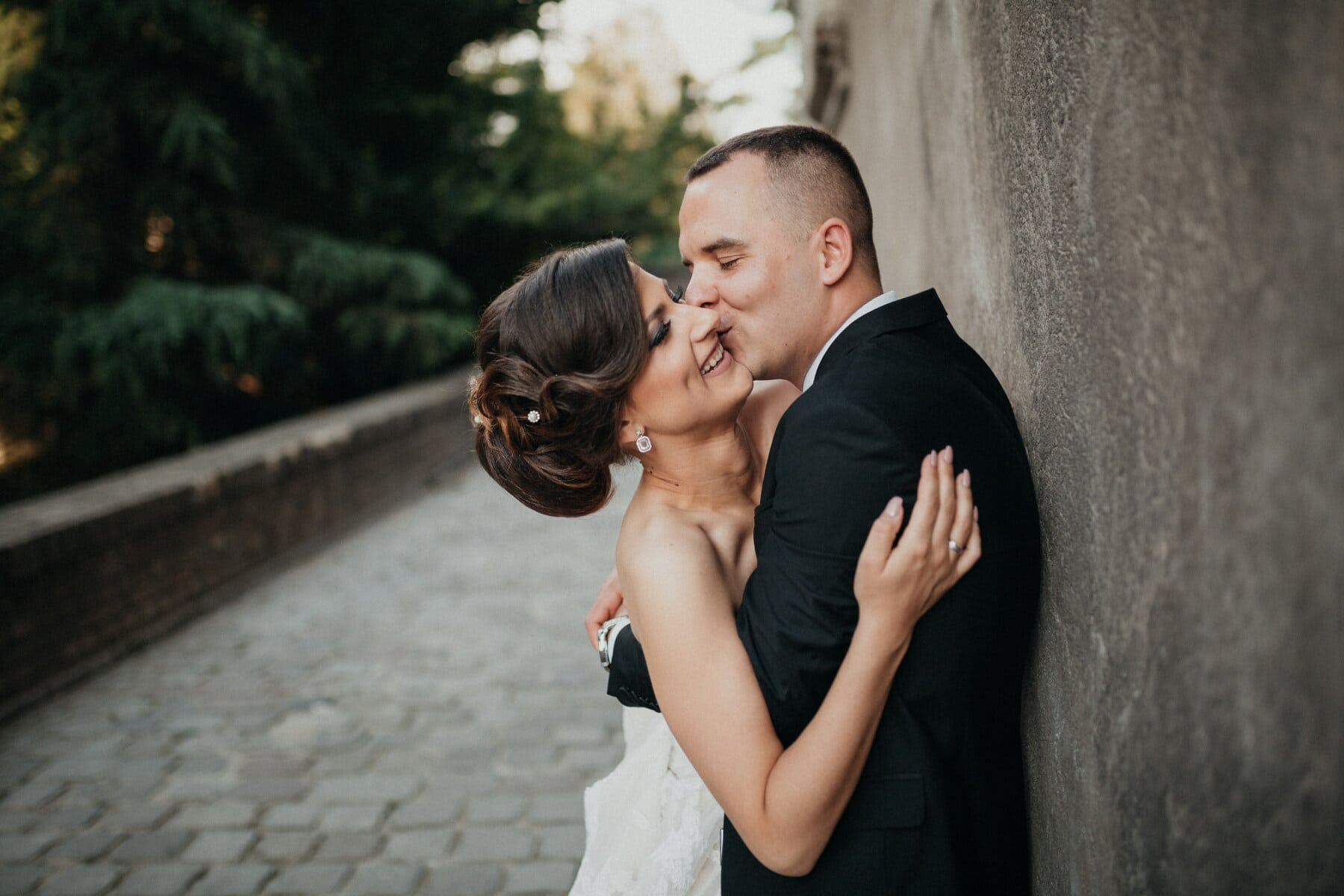 nő, átölelve, csók, szeretet, ember, romantikus randevú, szerelem, érzékenység, vőlegény, menyasszony