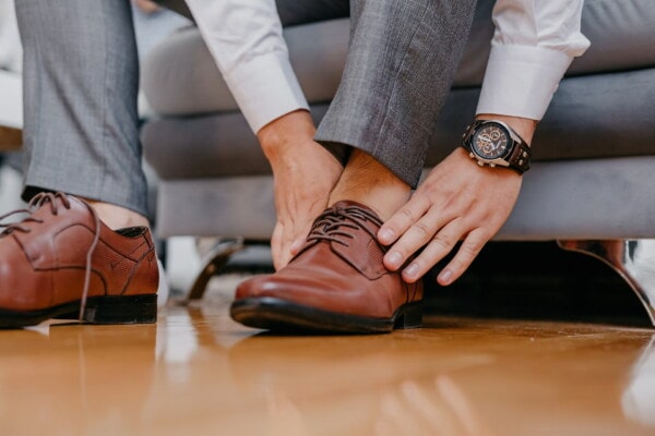 legs, skin, barefoot, pants, shoes, office, arm, wristwatch, manager, leather