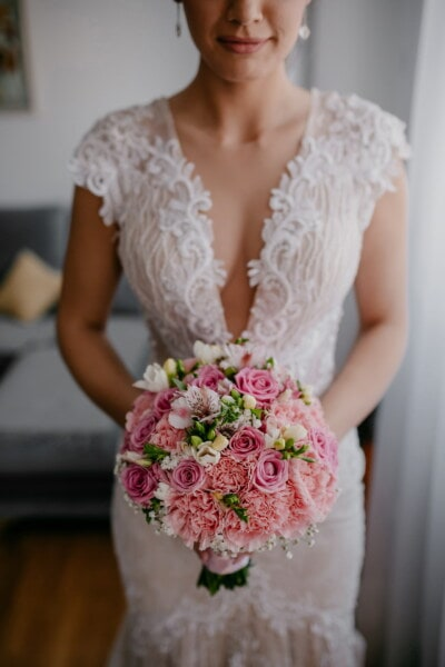 stojící, nevěsta, hospodářství, svatební kytice, žena, svatba, móda, kytice, pěkné, elegantní