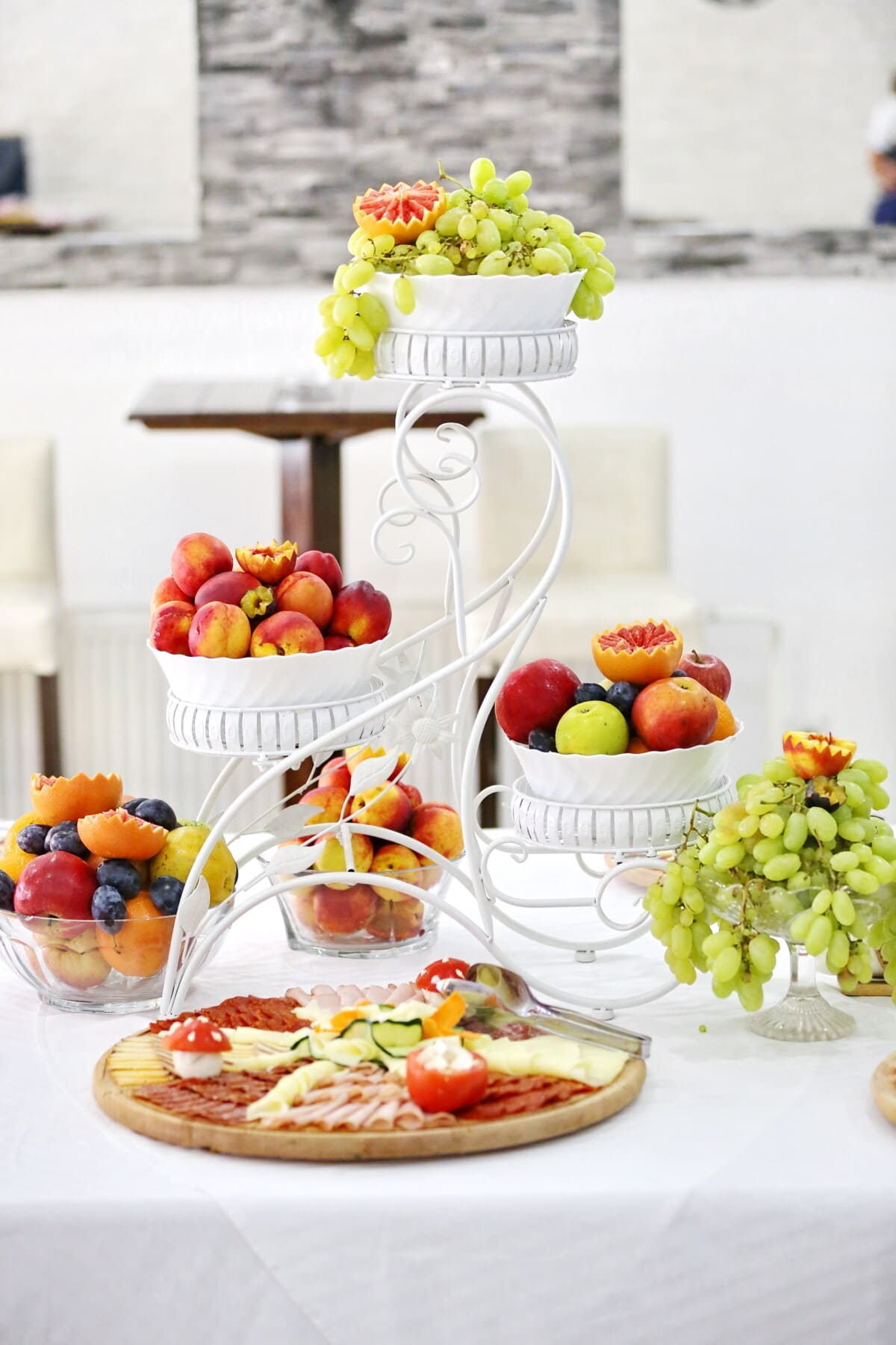 le petit déjeuner, fantaisie, délicieux, fruits, spectaculaire, panache, saucisse, agrumes, les raisins, fromage