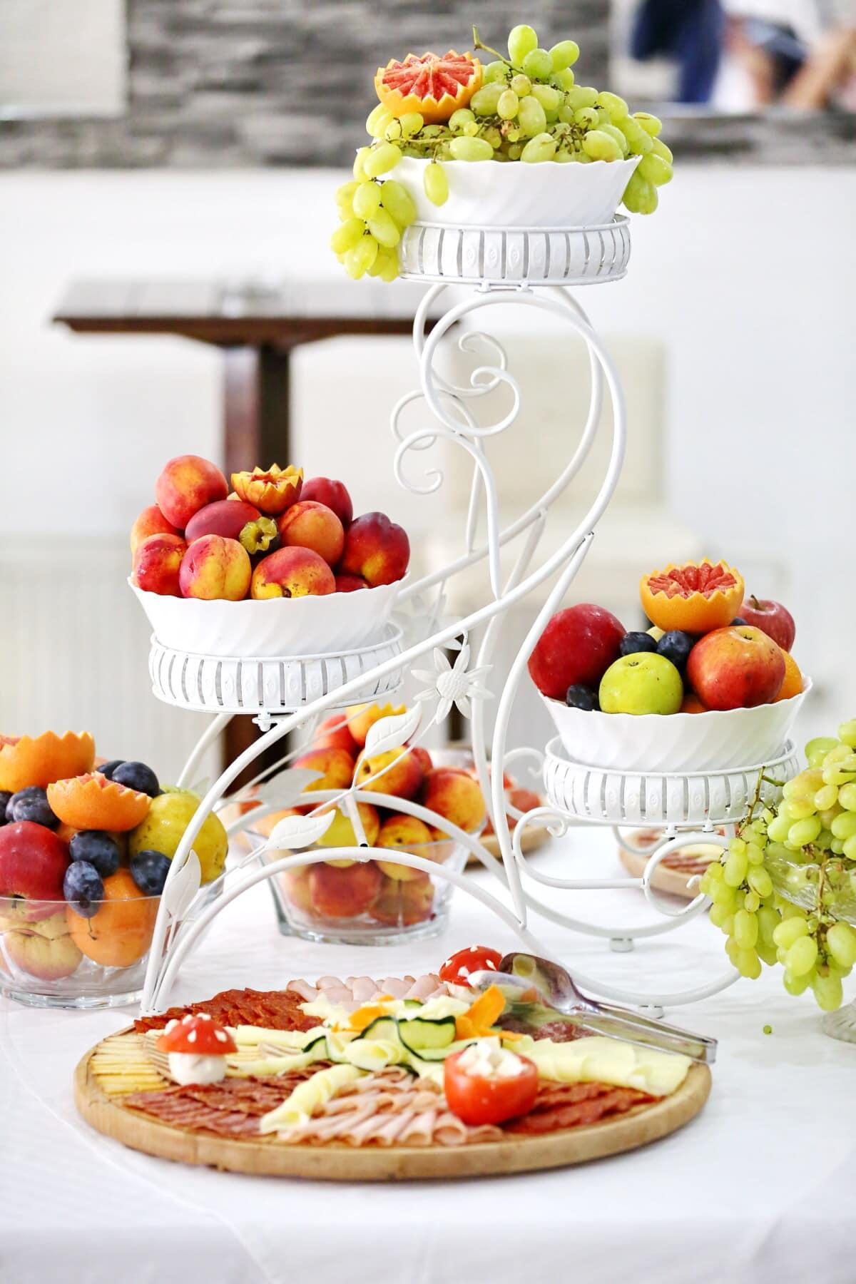 šljiva, grožđe, breskva, naranče, voće, pršut, kobasica, salama, hrana, obrok