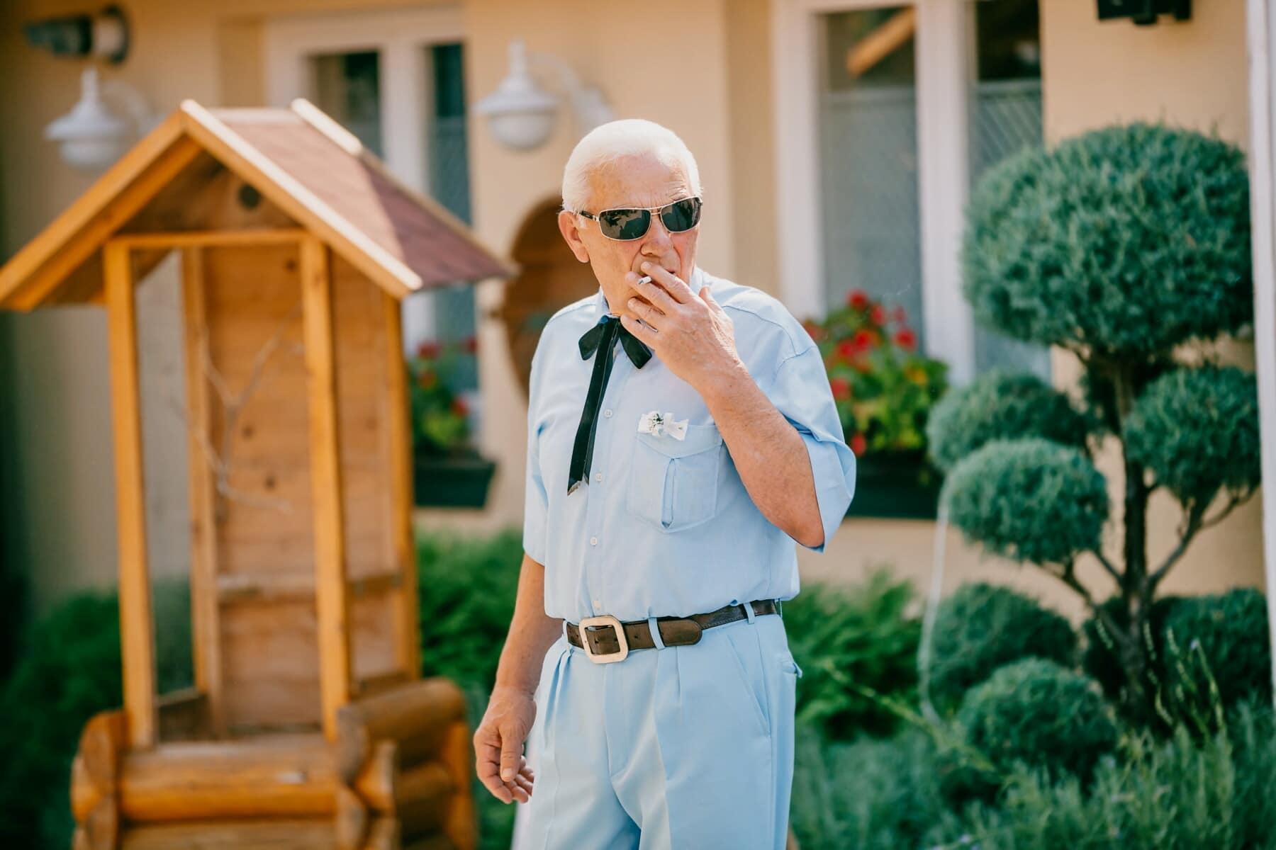 Mann, ältere Menschen, Zigarette, Mode, Geschäftsmann, Lebensstil, Menschen, im freien, Freizeit, Entspannung