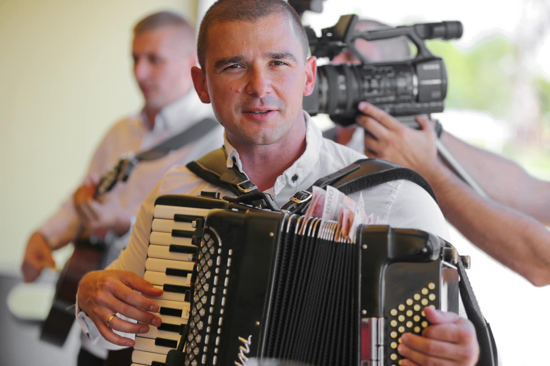 zanger, man, accordeon, muziek, mensen, portret, muzikant, film, journalist, Festival