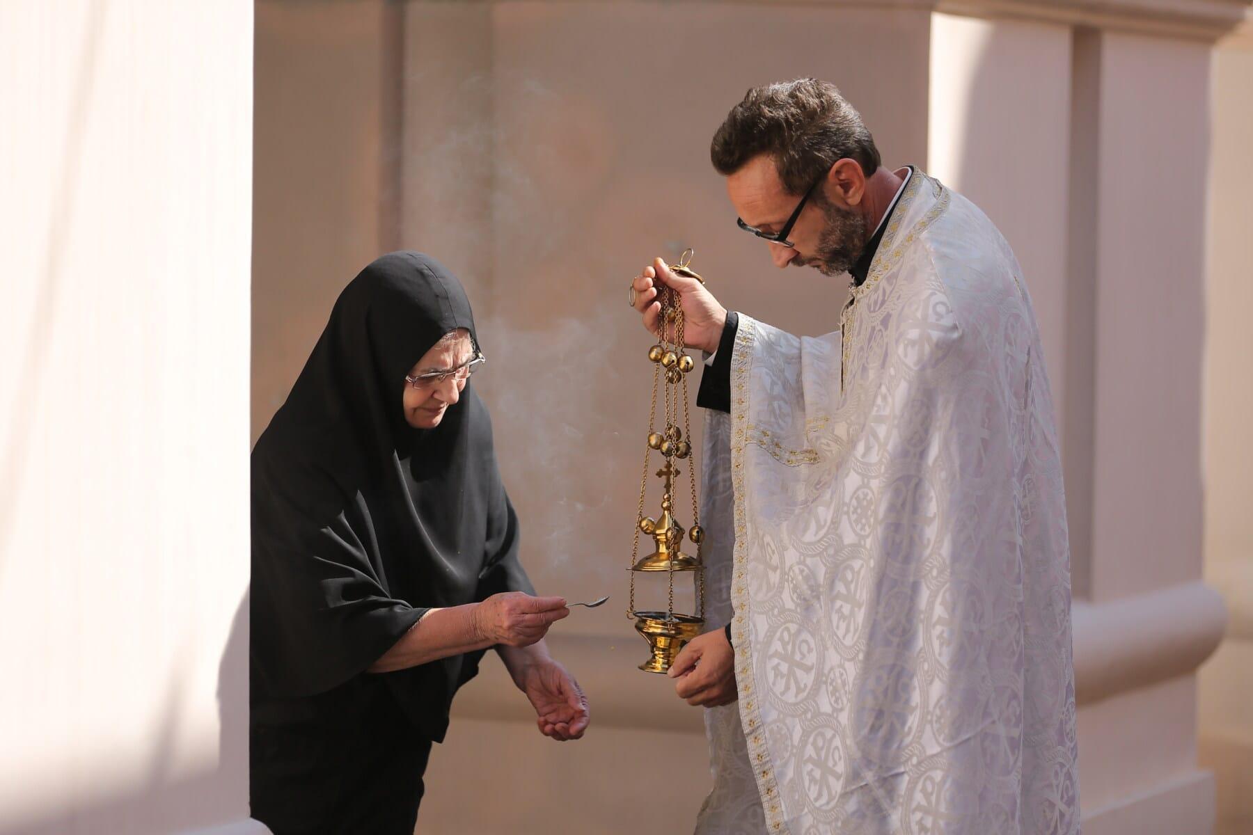 Nonne, Mönchin, russisch-orthodoxe Kirche, Priester, Ritual, Kloster, weiß, Kleidung, Kleid