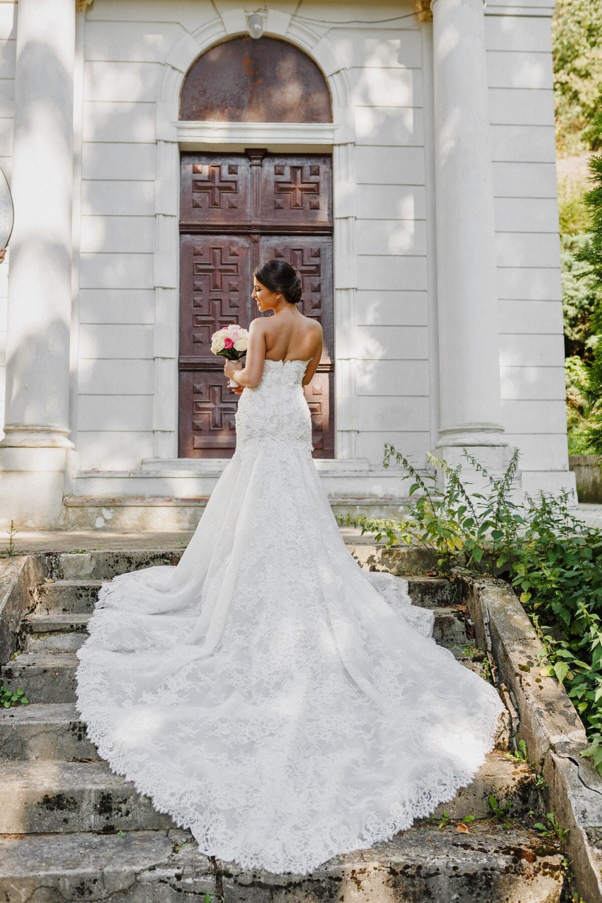 schodisko, svadobné šaty, nevesta, pózovanie, šaty, manželstvo, láska, svadba, vonku, architektúra