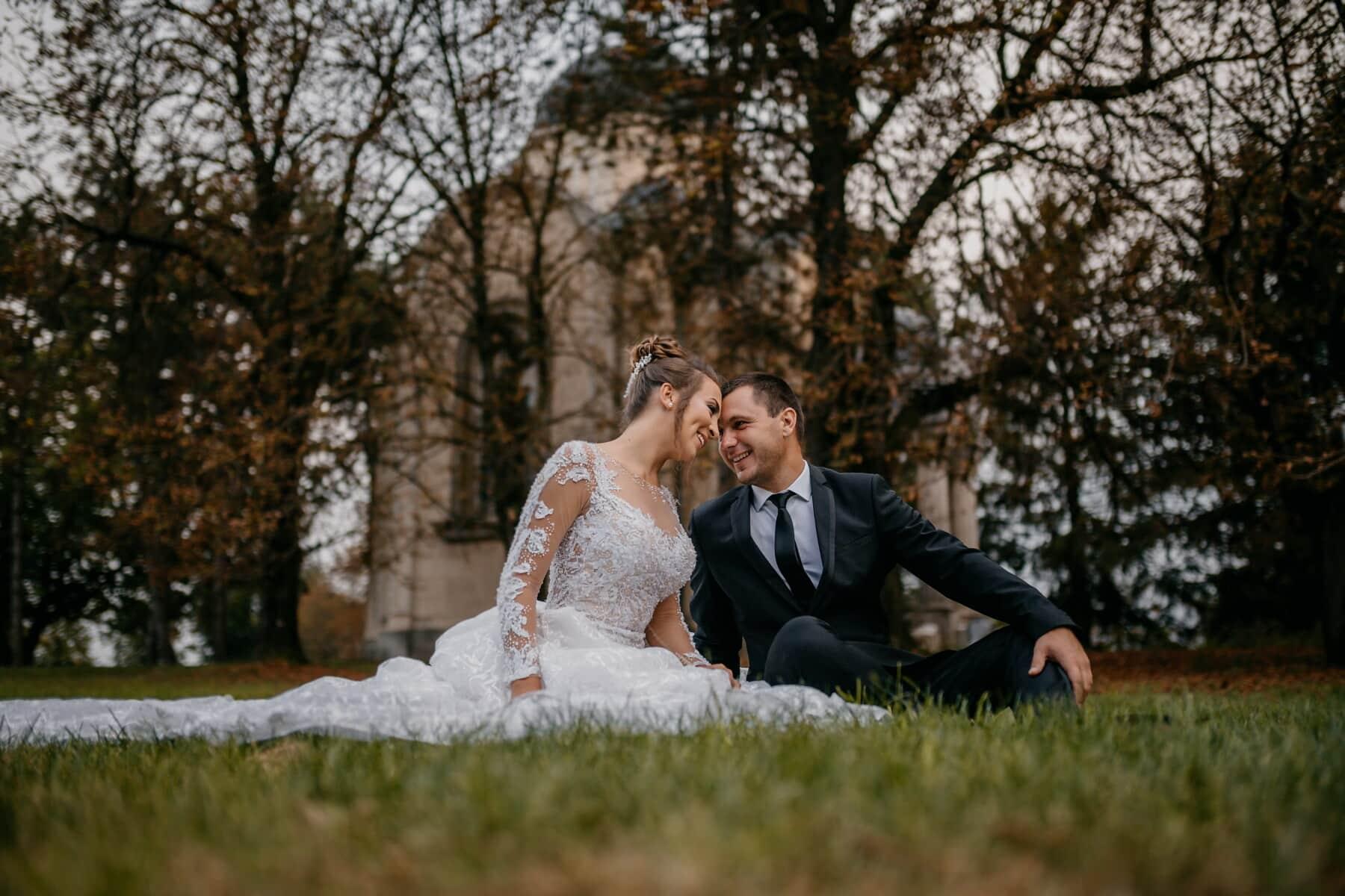 panna młoda, piknik, pan młody, Zielona trawa, przyjemność, poza, miłość, para, ślub, małżeństwo