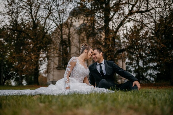 bride, picnic, groom, green grass, enjoyment, outside, love, couple, wedding, marriage