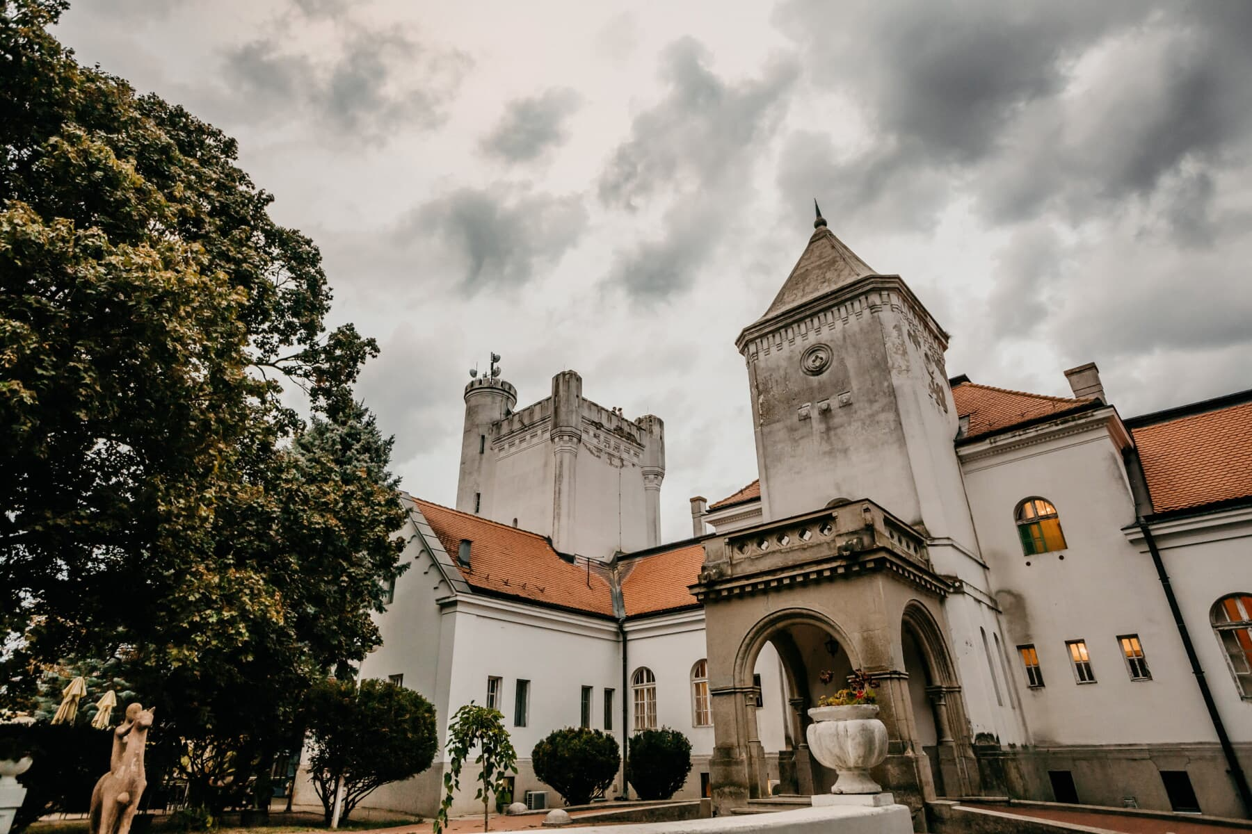castle, sculpture, backyard, residence, architecture, building, palace, tower, old, street