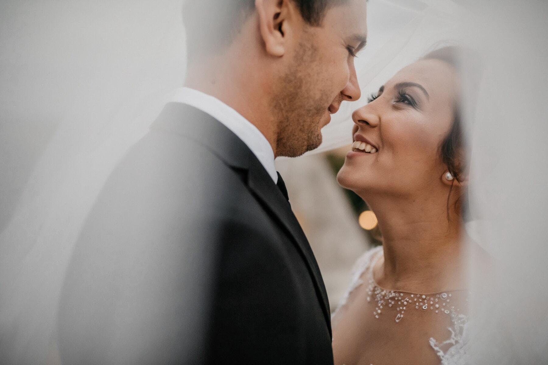 Braut, frisch verheiratet, Bräutigam, Zweisamkeit, Schleier, darunter, Frau, Liebe, Mann, Romantik