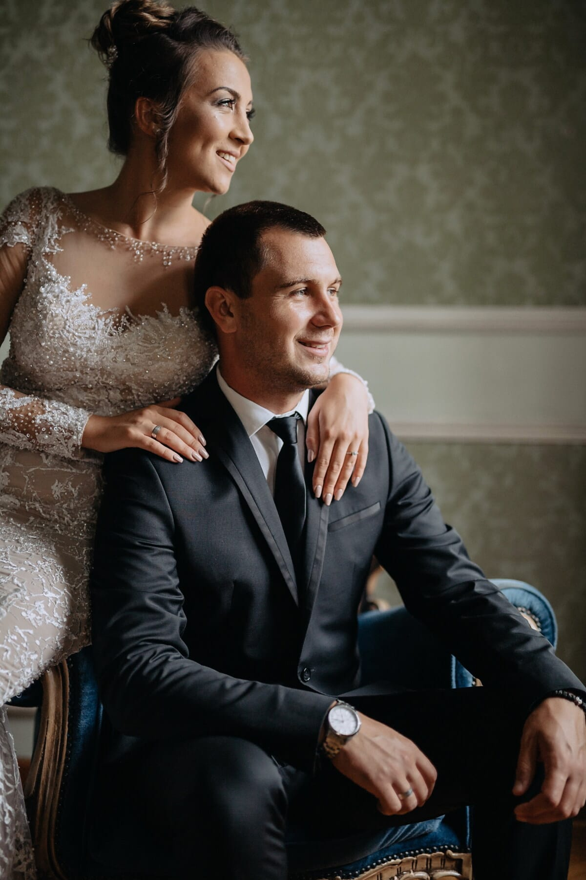 gentilhomme, Dame, fauteuil, assis, Appartement, luxe, Portrait, entreprise, homme d'affaire, mariage