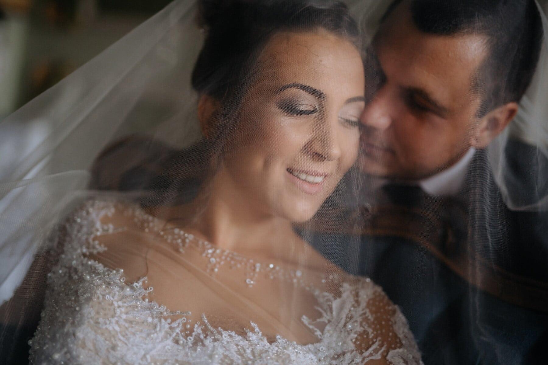 любовь, молодожены, нежность, портрет, свадебное платье, невеста, вуаль, поцелуй, женщина, жених