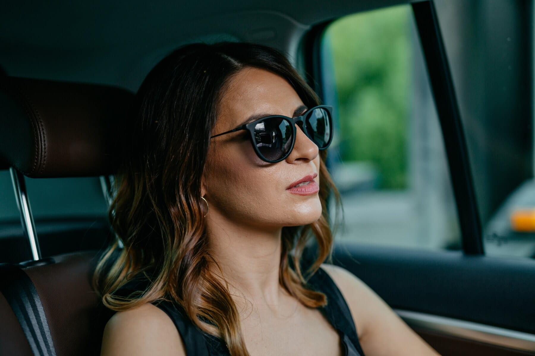 passager, femme, siège-auto, voyage, voyageur, portrait, ceinture de sécurité, attrayant, mode, lunettes de soleil