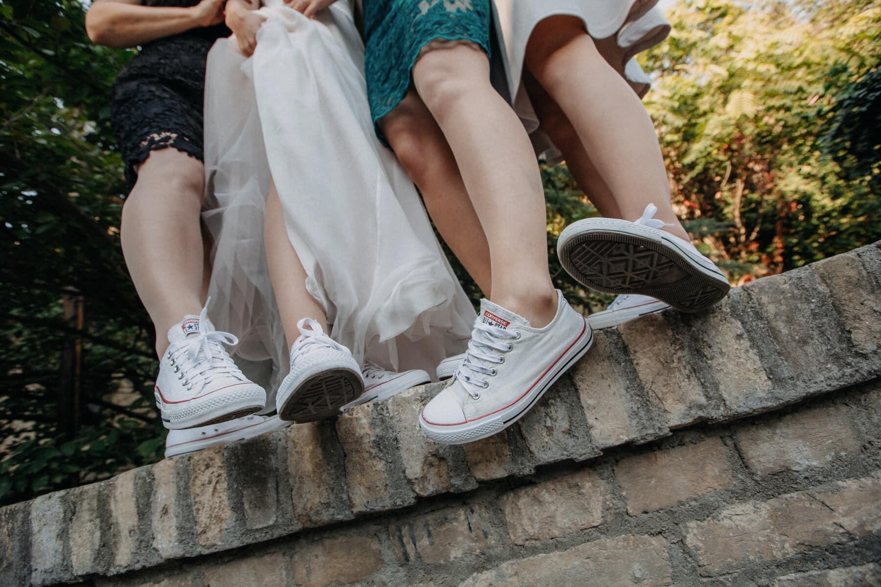chaussures de sport, blanc, jambes, petite amie, pieds nus, mode de vie, vie libre, style libre, femme, chaussures