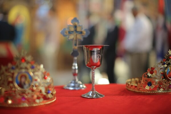 silver, silverware, glass, table, tablecloth, red, container, drink, celebration, decoration