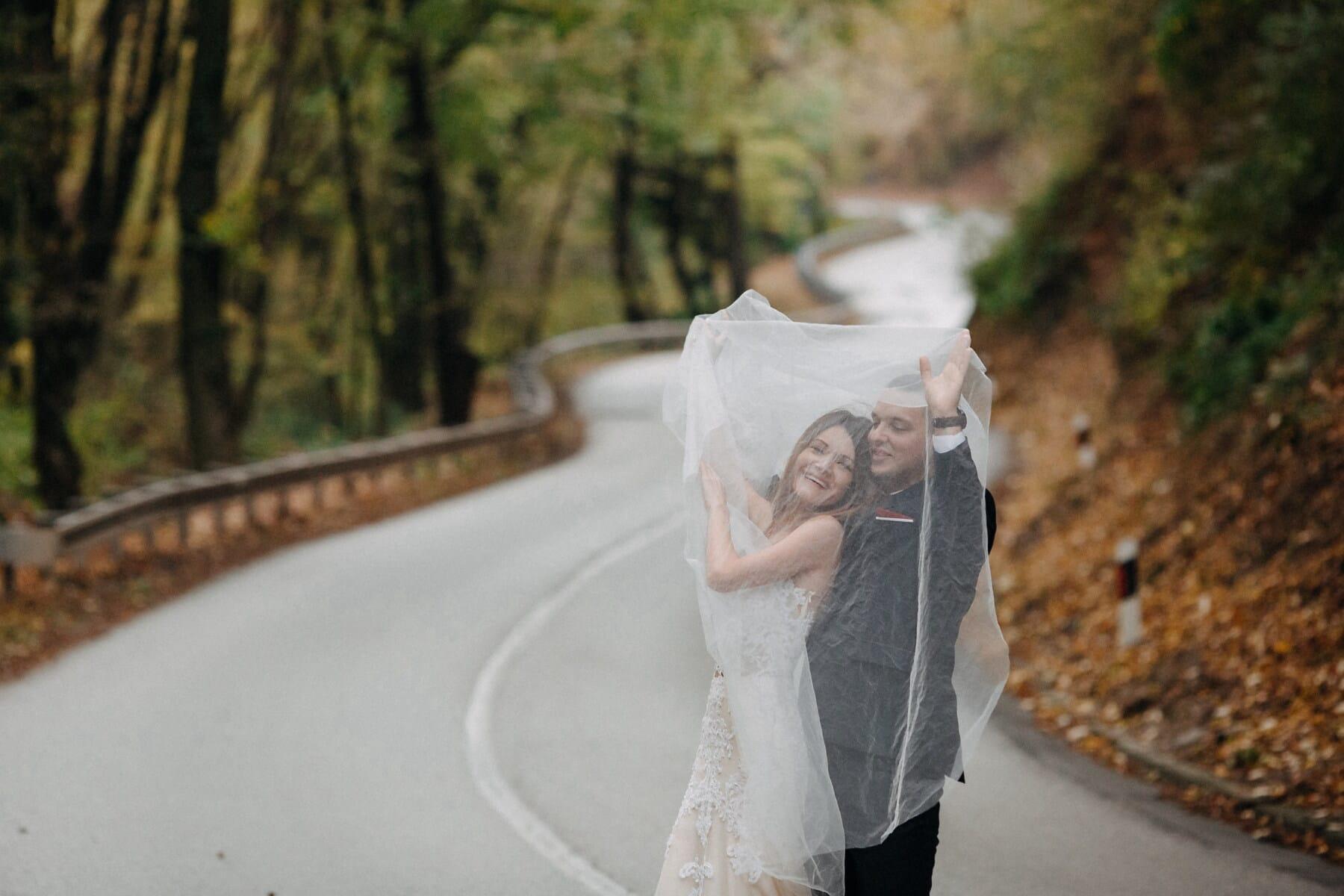 Hügel, Abfahrt, frisch verheiratet, Braut, Bräutigam, Hochzeit, im freien, Natur, Frau, Liebe