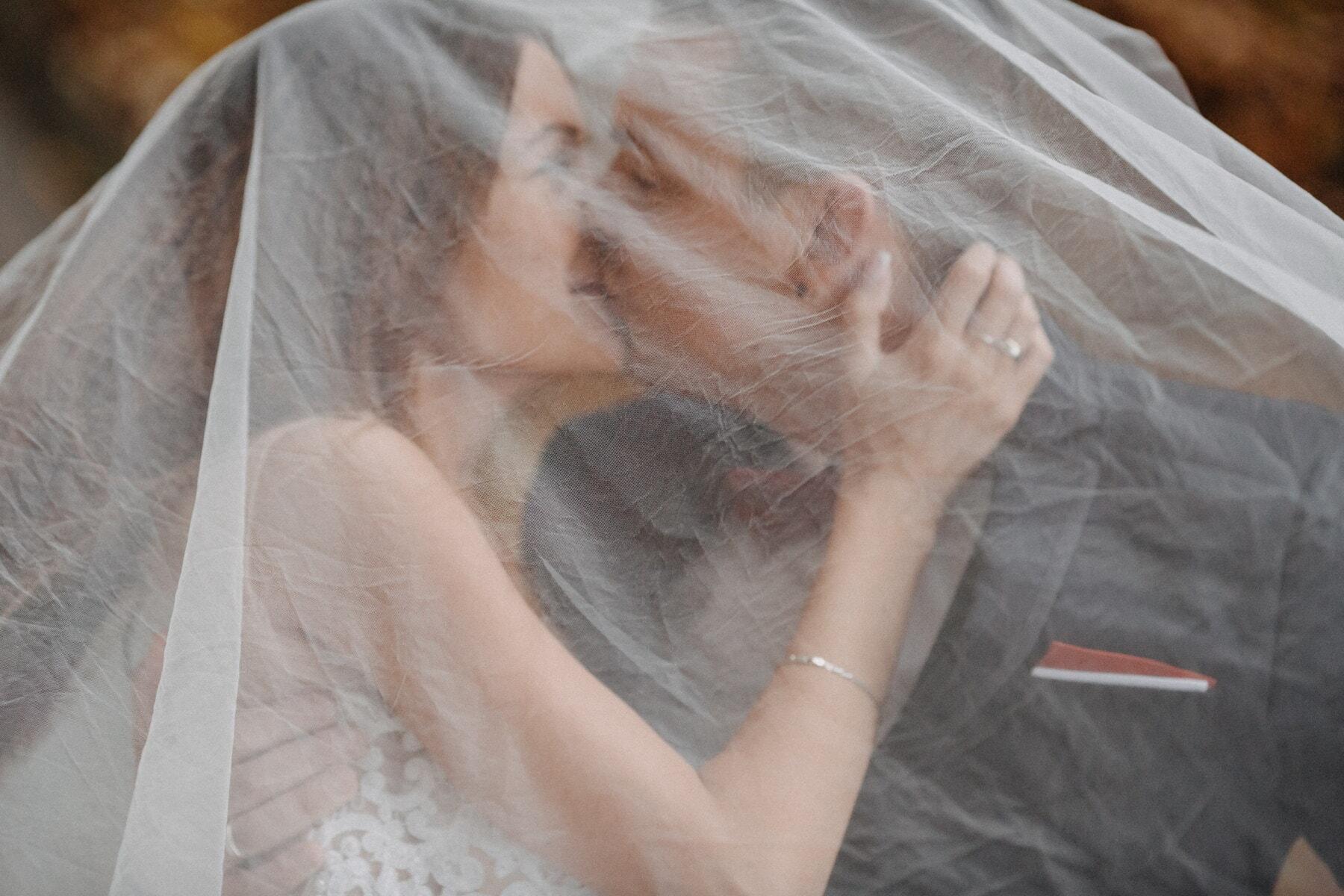 Liebe, Umarmung, Liebhaber, Liebesbeziehung, Zärtlichkeit, ausblenden, darunter, Schleier, Braut, Hochzeit