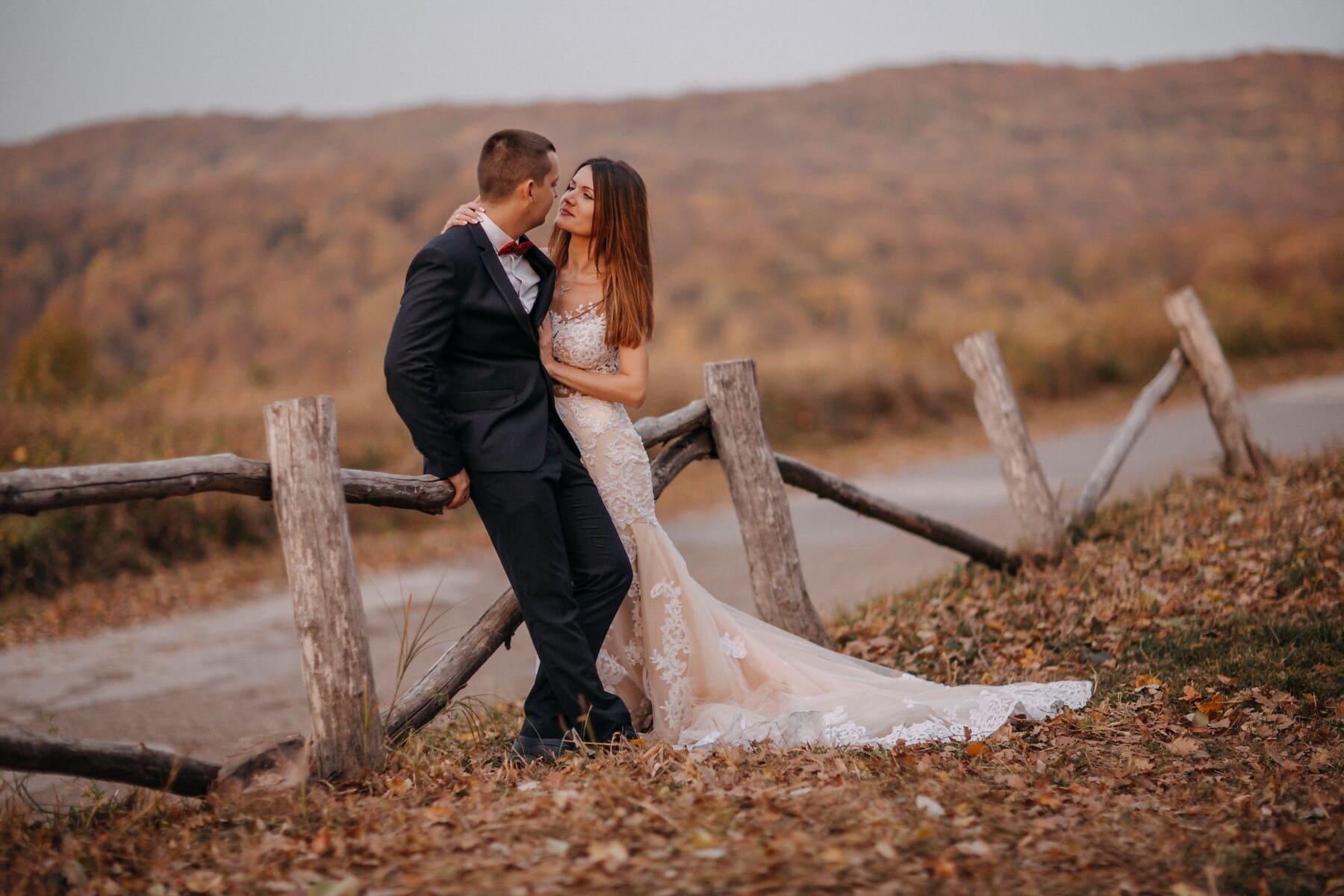 Herbst, Straße, Braut, Bräutigam, Landschaft, romantische, Zaun, Mädchen, Natur, Hochzeit
