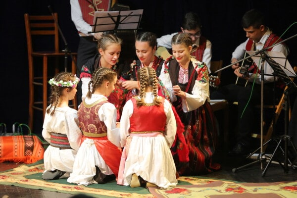 folk, costume, traditional, theater, outfit, concert hall, concert, music, performance, people