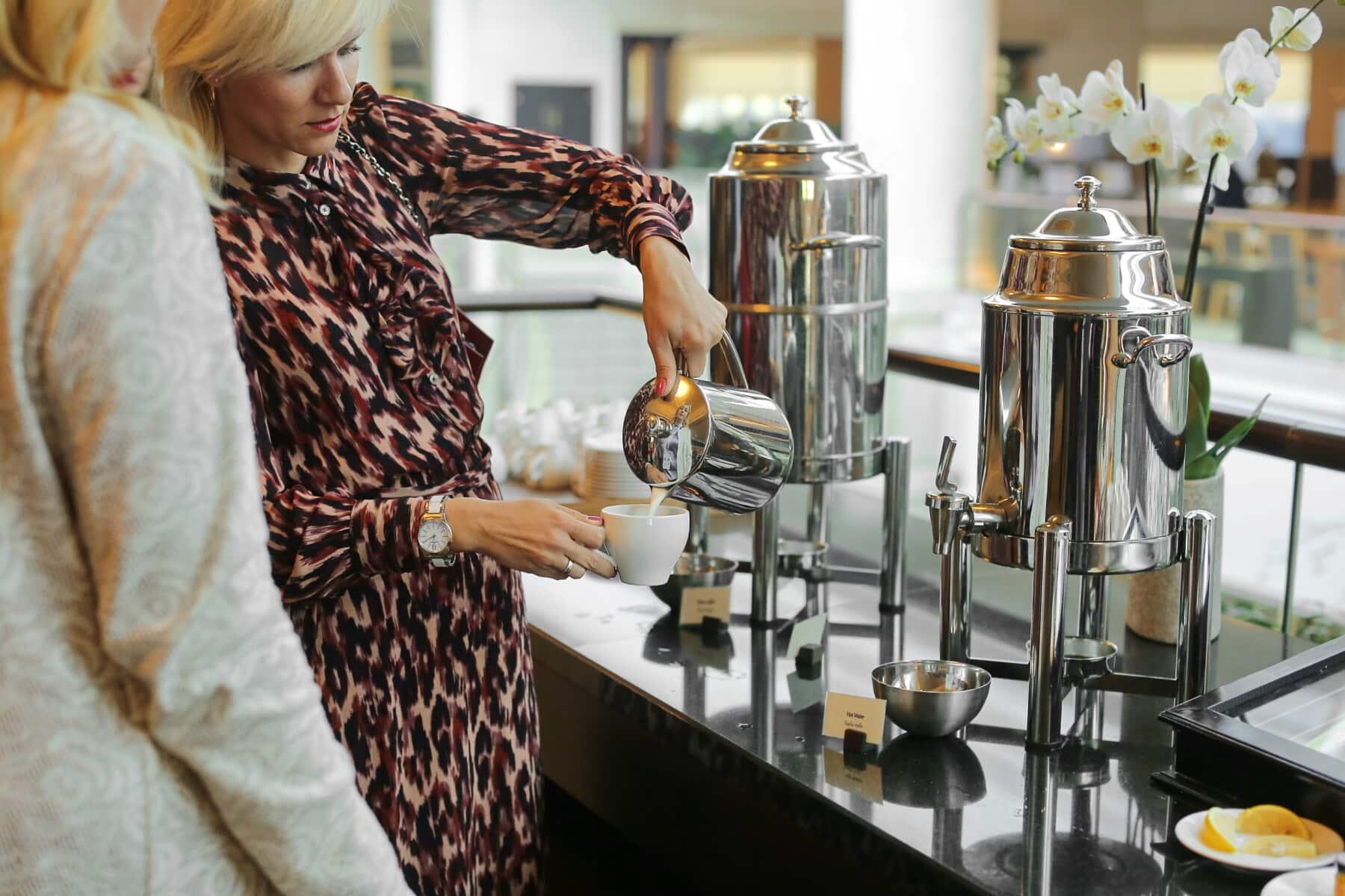 Kaffeetasse, Kaffee, Küchentisch, Geschirr, Küche, elegant, Frauen, Lust auf, drinnen, Frau