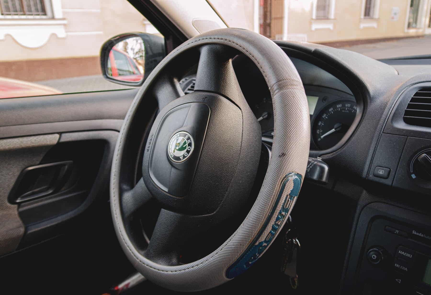 ダッシュ ボード, ステアリング ホイール, エアバッグ, スピード メーター, インテリア デザイン, ゲージ, 内部, フロント ガラス, 車, 車両