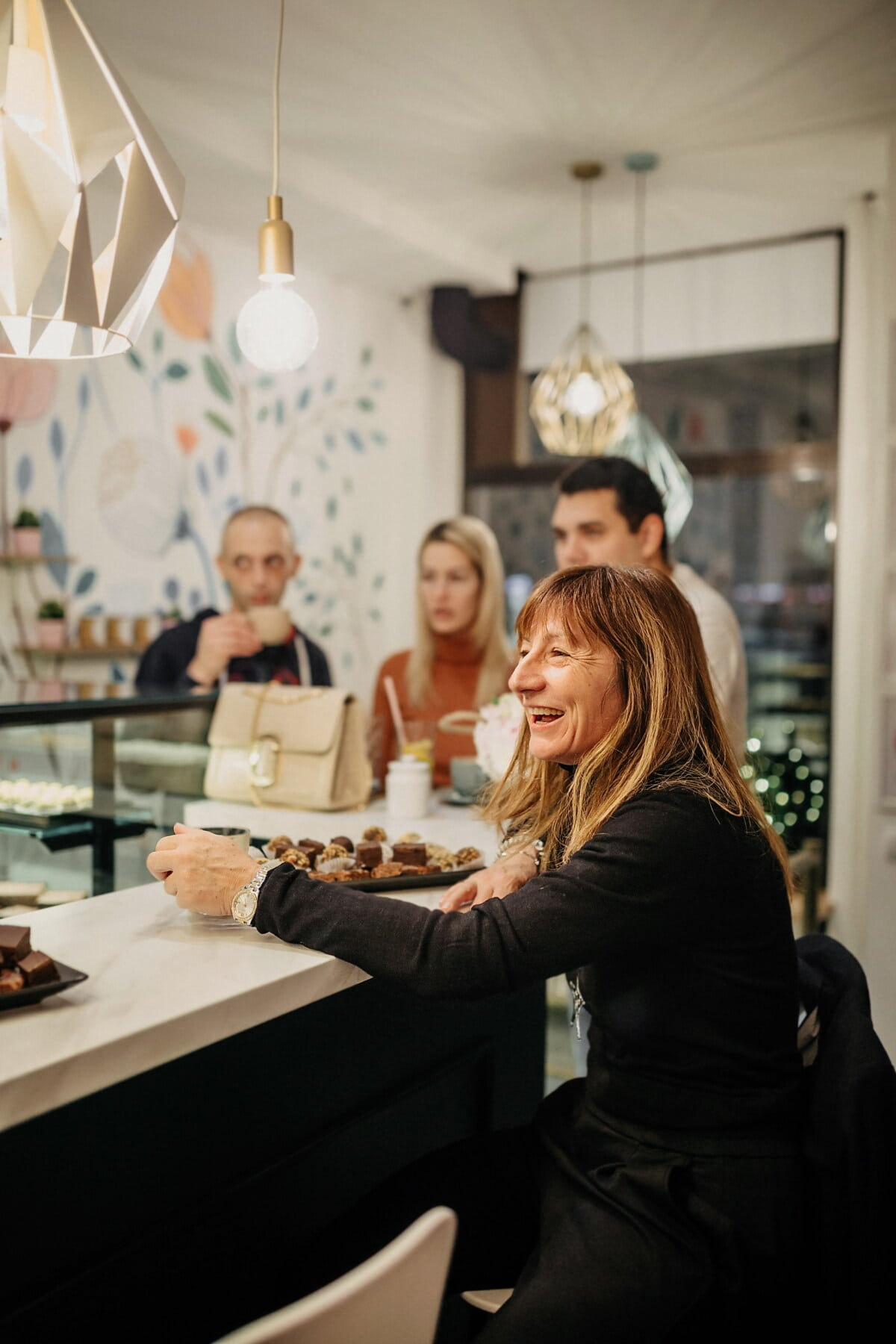 cake shop, enjoyment, people, cafeteria, smiling, conversation, customers, woman, indoors, man