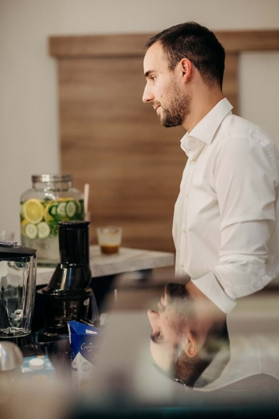 cafeteria, bartender, worker, shopkeeper, workplace, man, indoors, woman, coffee, cooking