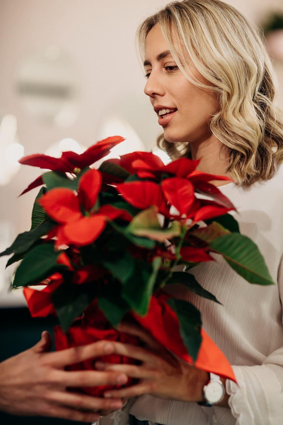lindo, loira, Dom, vaso de flor, buquê, mulher, decoração, rosa, flor, dentro de casa