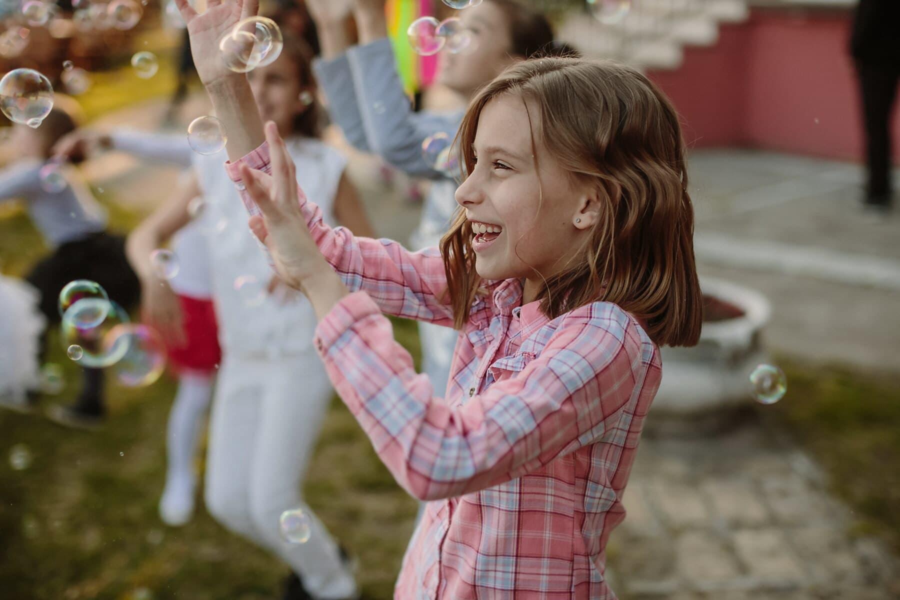 souriant, bonheur, jouissance, Jolie fille, anniversaire, parti, écolière, enfant, lumière, amusement