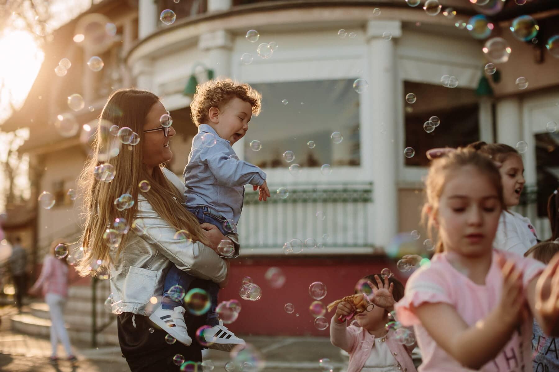 幼児, パーティー, 赤ちゃん, 母, 子供の頃, 誕生日, 安物の宝石, 楽しさ, 親子関係, 子