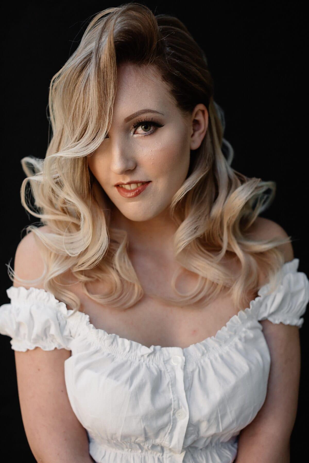 φωτογραφία μοντέλο, Φωτογραφικό στούντιο, περιέργεια, όμορφο κορίτσι, ξανθός/ιά, θέτοντας, λευκό, φόρεμα, γυναίκα, μαλλιά