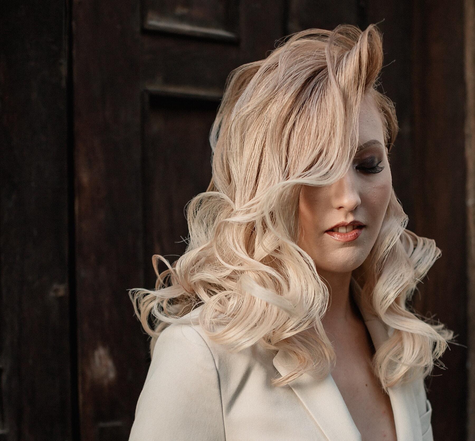 dame, pense que, émotion, Jolie fille, magnifique, jeune femme, posant, femme, charme, blonde