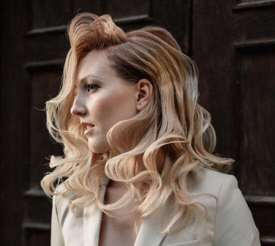 Đặt ra, nữ doanh nhân, cô gái tóc vàng, Mô hình ảnh, kiểu tóc, Trang phục, thời trang, Side xem, người phụ nữ, thanh lịch