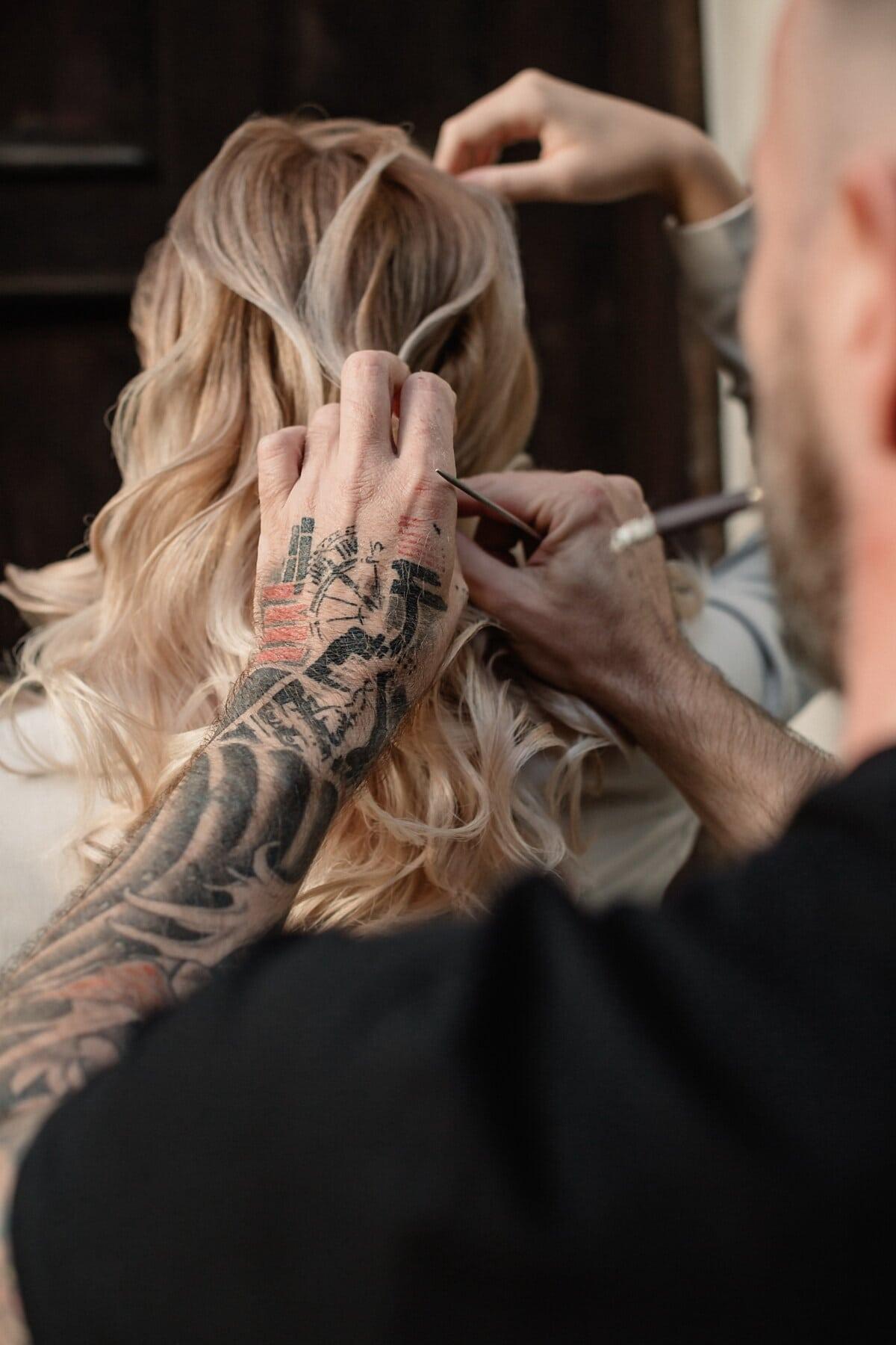 coiffure, coiffeur, cheveux blonds, blonde, tatouage, professionnel, Barbier, mise en plis, Outfit, mode