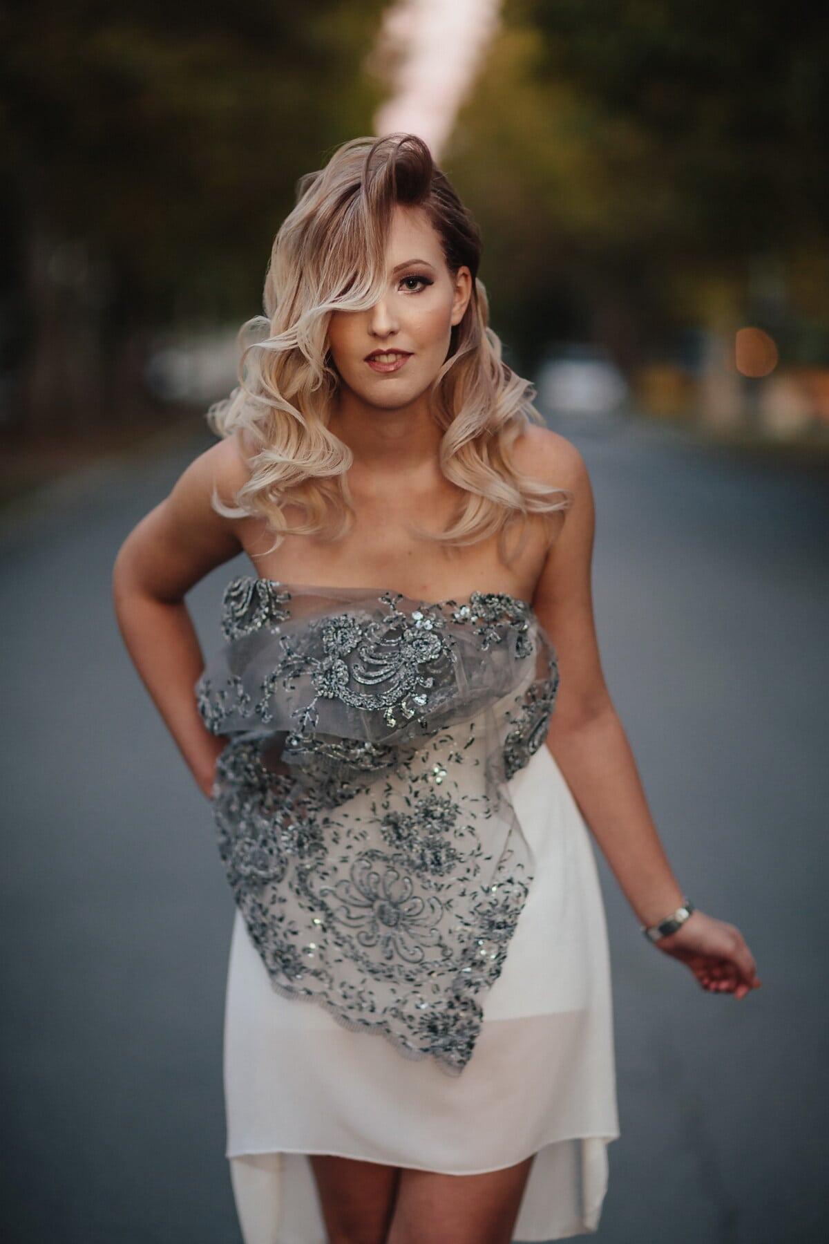 glamur, lijepa djevojka, plava kosa, hodanje, urbano, asfalt, cesta, modni, haljina, žena