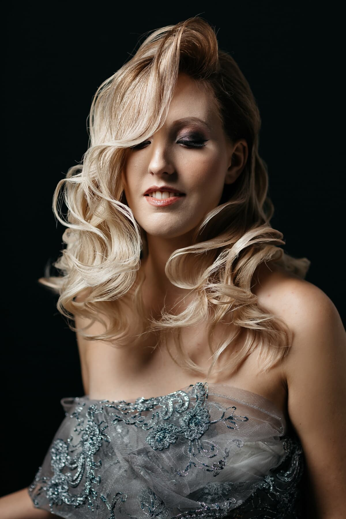 portret, studio fotografic, fata, umbra, părul blond, întunericul, tanara, atractive, păr, femeie