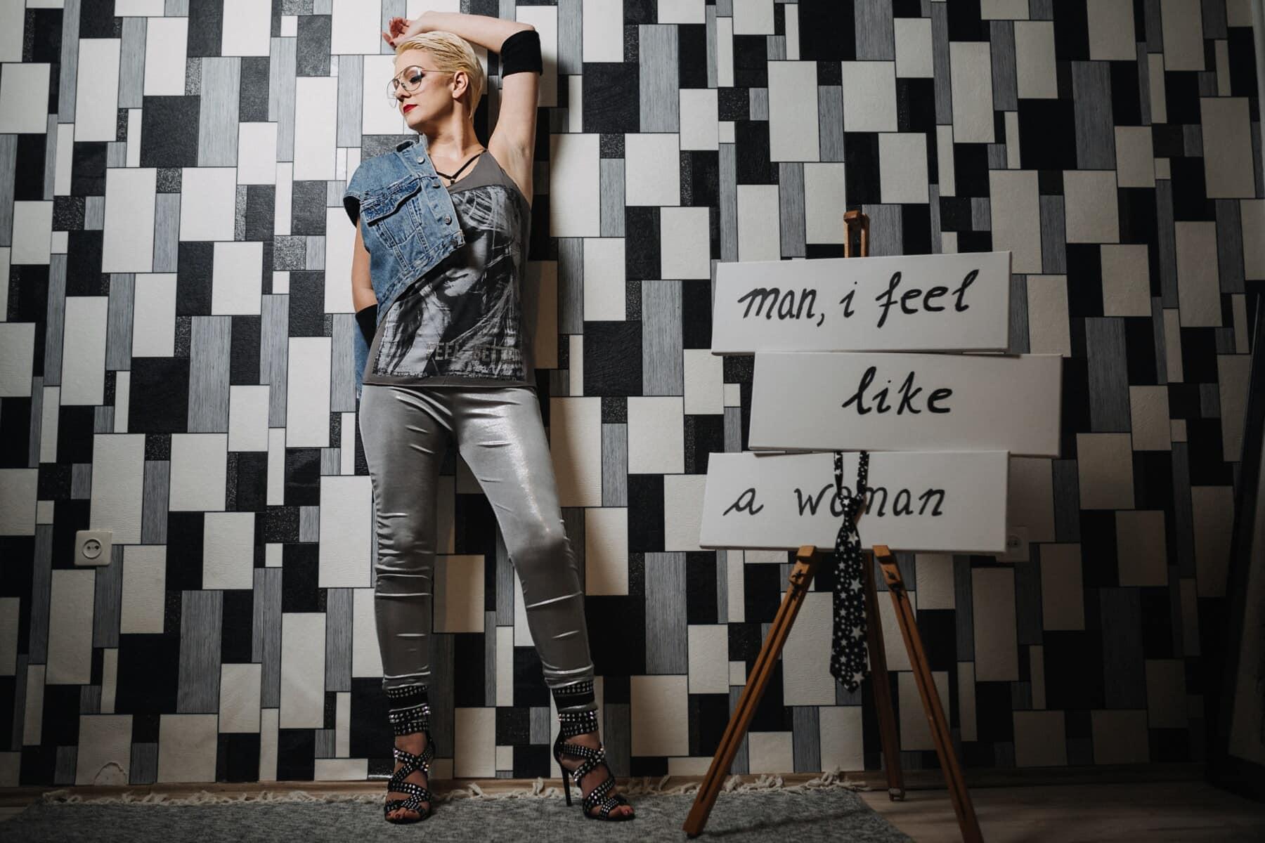 Návrhář, mladá žena, fotografie modelu, oblečení, styl, půvab, džíny, pózuje, podpatky, kalhoty
